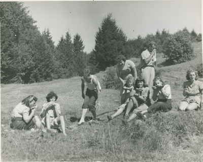 Students Eating 2